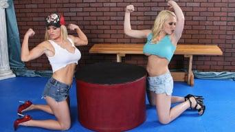 Kagney Linn Carter en 'Cock-Arm Wrestling'